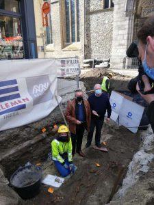 Deel van het Onze-Lieve-Vrouwe-kerkhof blootgelegd bij werkzaamheden langs de Mariastraat