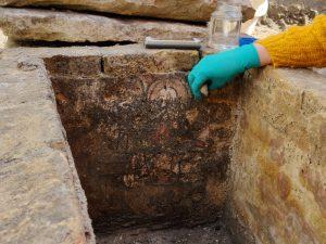 Derde beschilderde grafkelder ontdekt bij de opgraving van het Onze-Lieve-Vrouwekerkhof Zuid